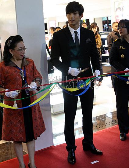 Taecyeon Kunjungi Jakarta
