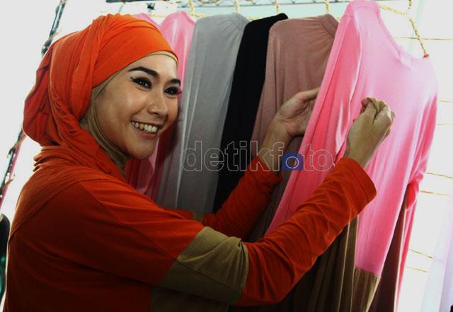 Zaskia Adya Mecca Jualan Baju