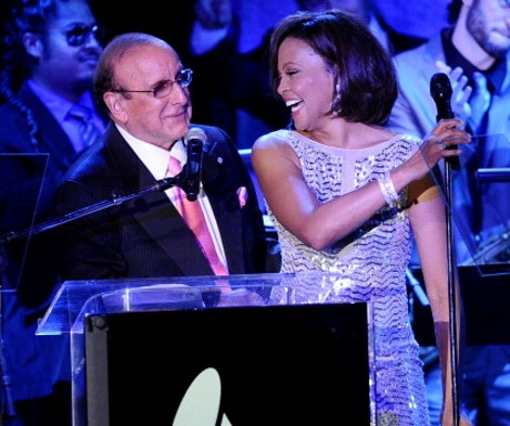 WHITNEY HOUSTON BERSAMA CLIVE DAVIS DI PRE GRAMMY PARTY 2011