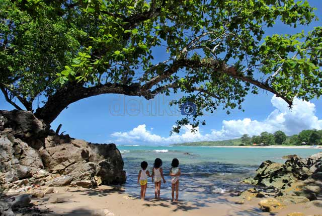 ... menikmati pantai Cikotok, Lebak Banten. Keindahan alam pantai