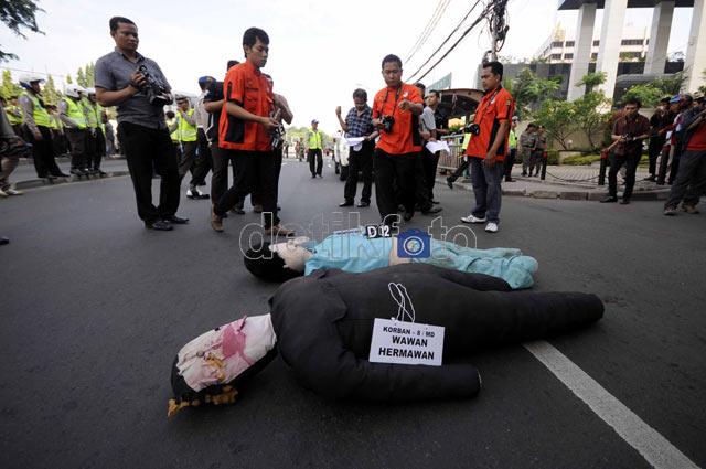 Polisi Gelar Rekonstruksi Xenia Maut