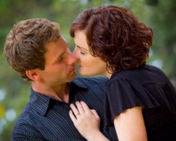 http://images.detik.com/content/2012/02/24/227/190145_kissing.jpg