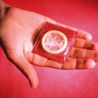 Kesalahan-kesalahan Pria Saat Menggunakan Kondom