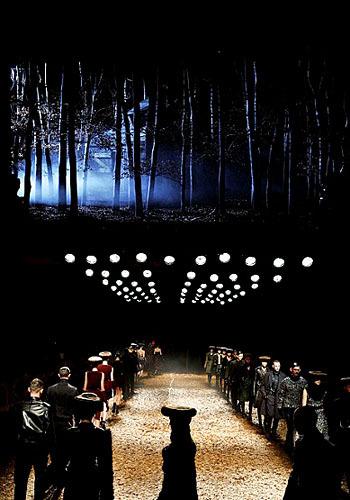 104107 show5 7 Fashion Show Yang Paling Menarik Perhatian di Dunia