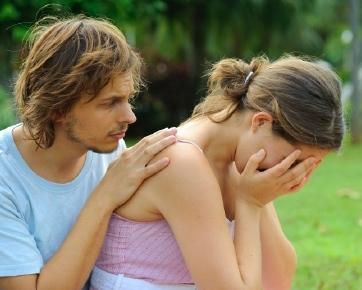 http://images.detik.com/content/2012/03/30/852/082933_couplecry.jpg