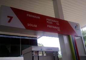 Saat ini cadangan minyak Indonesia tersisa 4 miliar barel dan akan ...