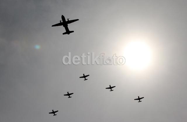Atraksi Pesawat Meriahkan HUT TNI AU