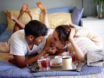 Sarapan Romantis di Ranjang Memicu Gairah Cinta