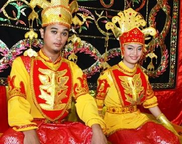 http://images.detik.com/content/2012/04/19/854/183809_tidong-wedding.jpg