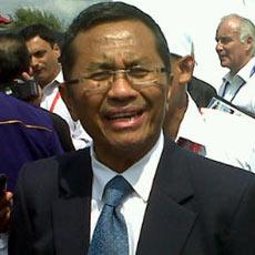 Dahlan Iskan Rapat Di Tengah Empang [ www.BlogApaAja.com ]