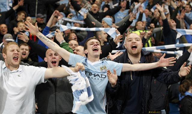Gol ini disambut suka cita fans City. REUTERS/Darren Staples.