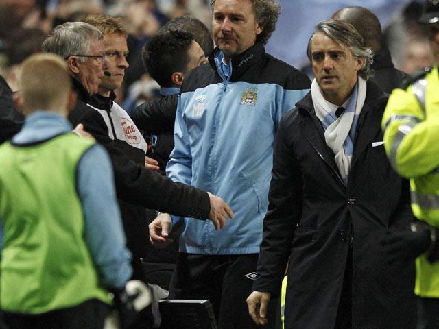 Bahkan kedua pelatih juga sempat terlibat adu mulut. REUTERS/Darren Staples.