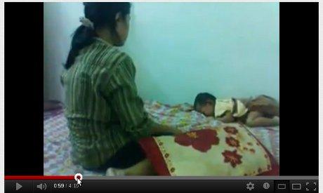 Perempuan Malaysia bernama Ira pukuli anaknya beredar di You Tube