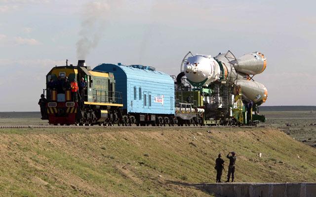 Rusia Luncurkan Roket Berawak Ke Luar Angkasa [ www.Bacaan.ME ]