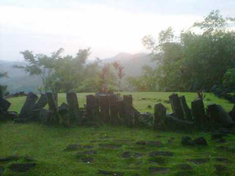 Piramida Di Gunung Padang Masih Misteri, Siapa Pembangunnya? [ www.BlogApaAja.com ]