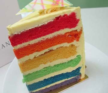 Rainbow Cake With Citroen & Vanilla Icing