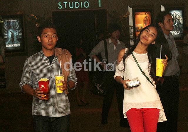 Myprincess Kepergok Di Bioskop Bareng Pacar Alika Princess Malu Malu