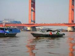 http://images.detik.com/content/2012/06/05/10/perahuketekCvr-(1).JPG