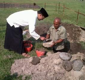 Peletakan batu pertama asrama Attien oleh Gus Ahan