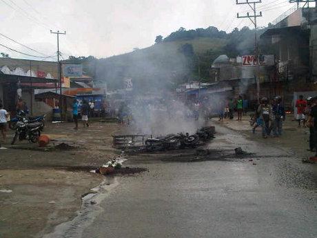 http://images.detik.com/content/2012/06/14/10/rusuh-papua-dalam.jpg