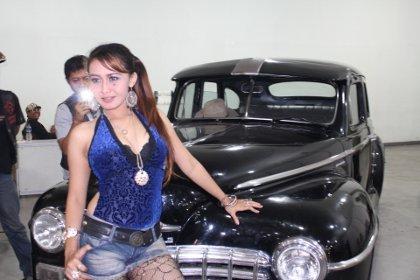Cewek Sexy Dalam Kontes Mobil Dan Motor Klasik