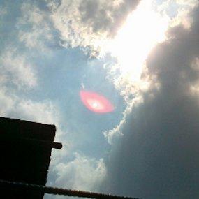 http://images.detik.com/content/2012/06/28/486/ufo-mata-merah-isi.jpg