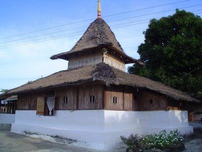 Masjid Tertua Di Maluku Yang Terbuat Dari Sagu [ www.Up2Det.com ]