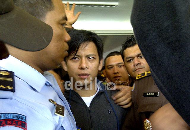 berita gosip terbaru seputar bebasnya ariel dari penjara
