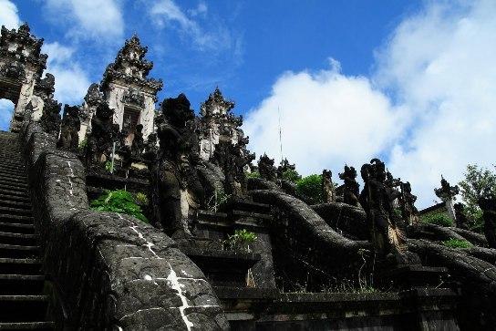 Pura Agung Lempuyang : Inilah Pura Tertua Di Pulau Bali [ www.BlogApaAja.com ]