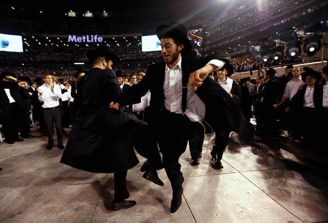 Saat Yahudi Ortodoks Usai Belajar Kitab Talmud