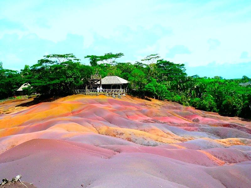 Bukit Pasir 7 Warna di Pulau Mauritius - www.jurukunci.net