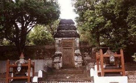http://images.detik.com/content/2012/08/09/1383/083311_makamimogiri.jpg