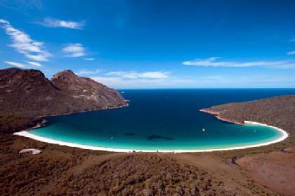 bukanidegue.blogspot.com - Unik! Ada Teluk Berbentuk Gelas Anggur di Tasmania:Bukan Ide Gue