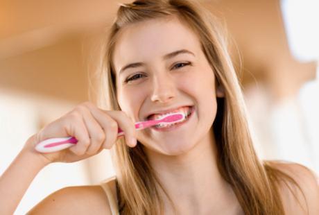 Jarang Gosok Gigi Bikin Orang Cepat Pikun