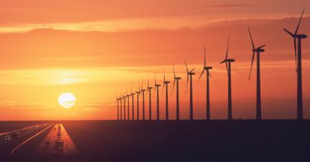 3. Teknisi pembangkit listrik tenaga angin