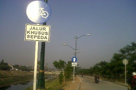 Jalur Khusus Sepeda di BKT