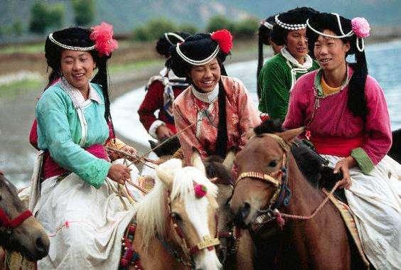 Wanita Suku Mosuo