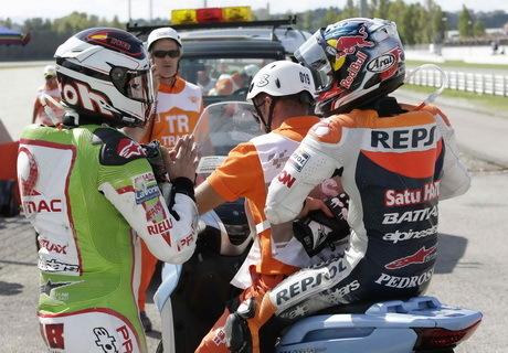 Di Tabrak Barbera, Dani Pedrosa gagal finis