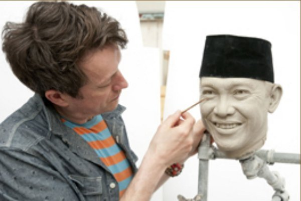 Patung Bung Karno saat baru separuh jadi (madametussauds.com) - www.jurukunci.net