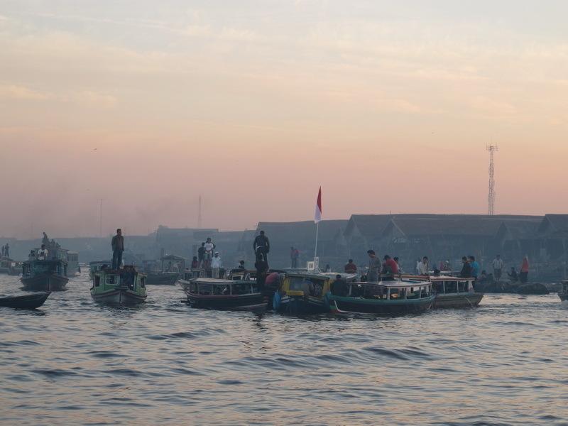 http://asalasah.blogspot.com/2012/10/7-tempat-di-indonesia-yang-mirip-luar-negeri.html