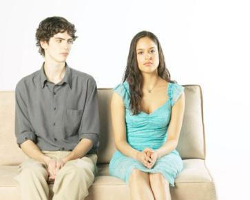 6 Keuntungan Punya Pacar yang Pemalu | Choliknf1998.blogspot.com