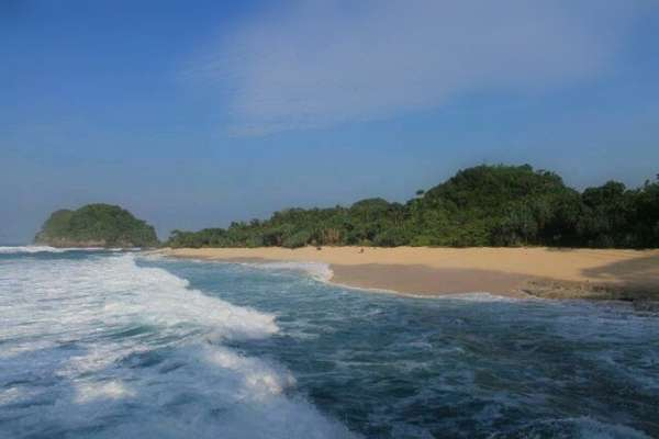 5 Pantai Paling Indah di Malang, Jatim