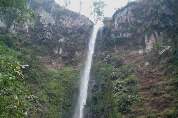 Keindahan air terjun Coban Rondo