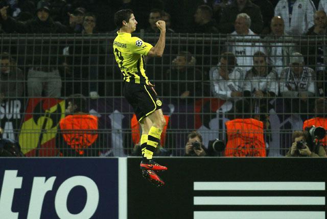 Di Signal Iduna Park, Kamis (25/10/2012) dinihari WIB, Dortmund unggul terlebih dulu lewat gol Robert Lewandowski pada menit 36. REUTERS/Ina Fassbender.