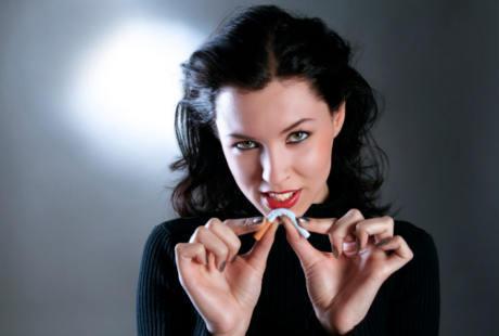 Survei: Wanita Perokok Kurang Menarik di Mata Pria http://www.jadigitu.com/2012/10/wanita-perokok-kurang-menarik-di-mata-pria.html