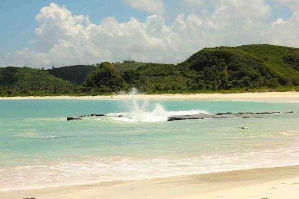 081625 pantai3 Ini Dia 10 Pantai Favorit Indonesia