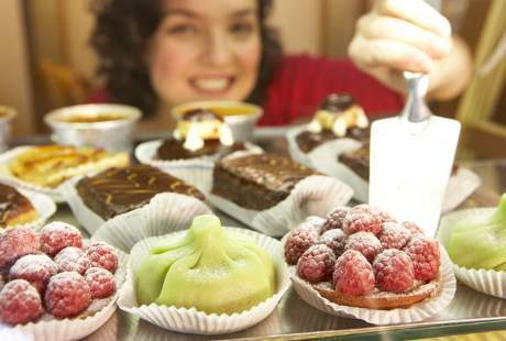 9 Makanan yang Sebaiknya Kamu Hindari Pada Malam Hari