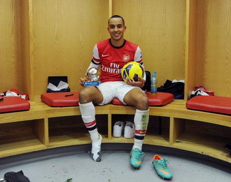 Walcott Isyaratkan Bertahan di Arsenal