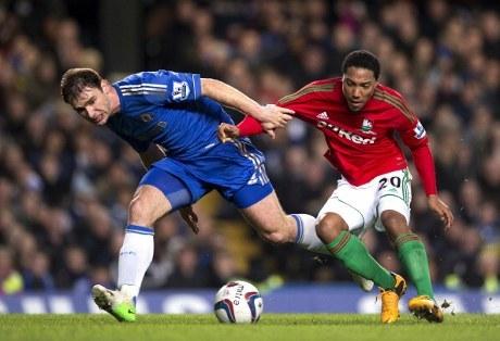 Ivanovic Dua Kali Blunder, Chelsea Ditaklukkan Swansea 0-2