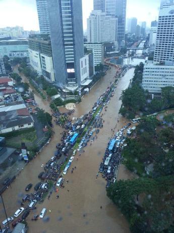 Daerah Bundaran HI terendam banjir